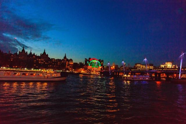 「テムズ川(ロンドン)夜景(写真)」UK留学情報センター