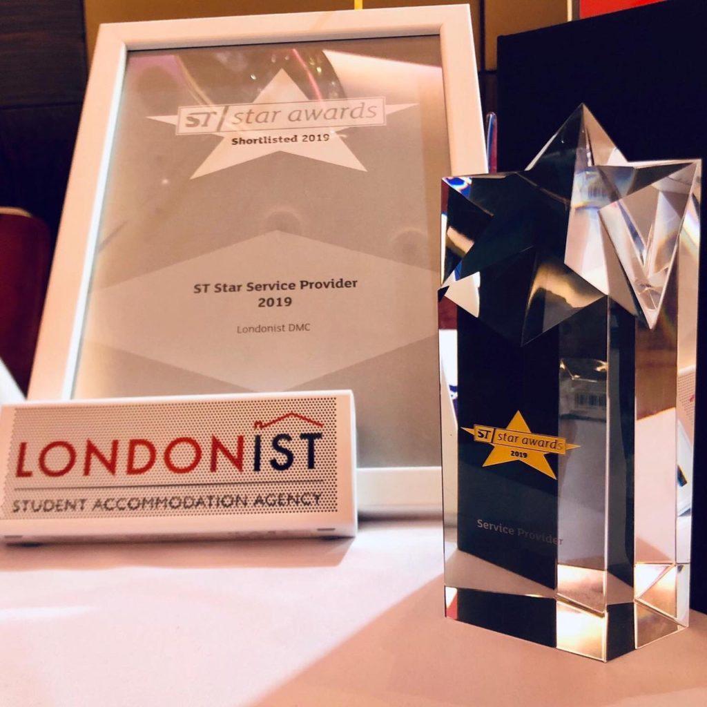 世界的なイベント「ST STAR AWARD」で「LONDONIST」が受賞したトロフィーと盾(写真)