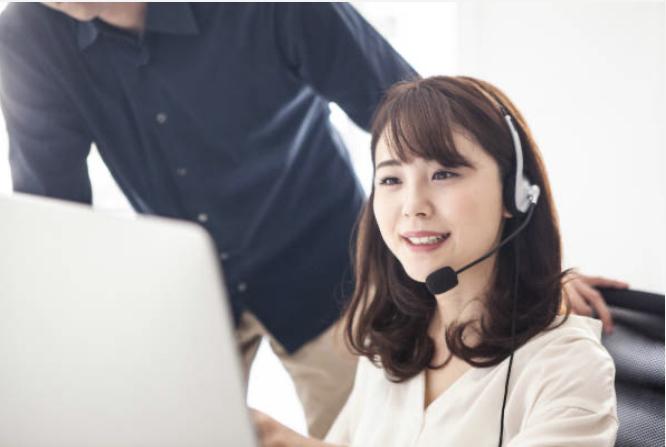 オンラインカウンセリングをしている女性 UK留学情報センター