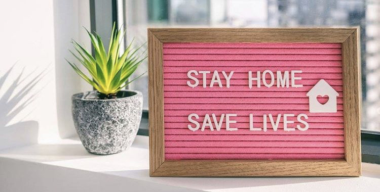 STAY HOMEと書かれた置物