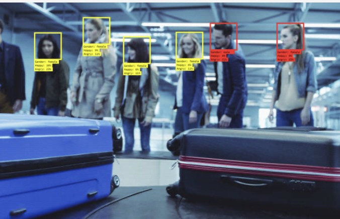 空港に到着した人々