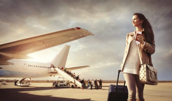 女性と飛行機
