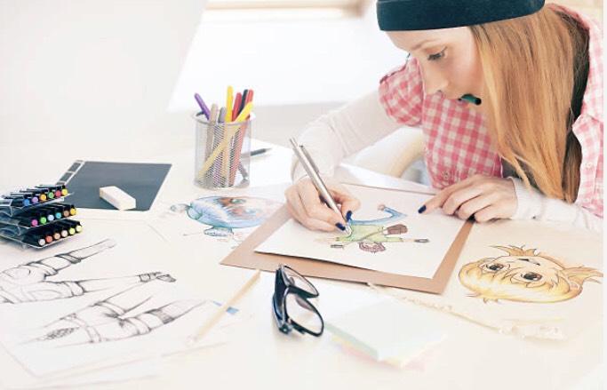 アニメを書いている女性